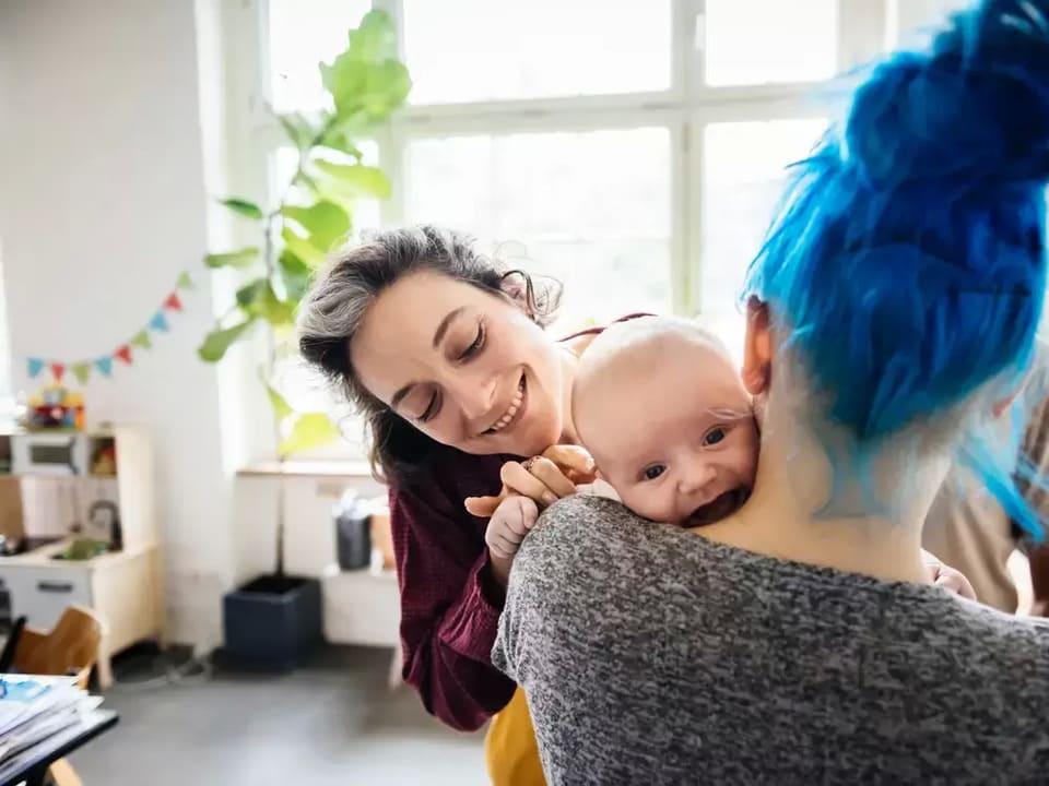 Hårfärg har en skadlig effekt på mamma eller foster